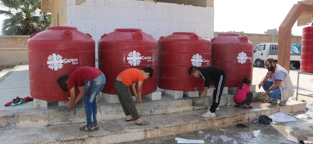 La red Cáritas en Siria presta ayuda a los desplazados por la invasión turca