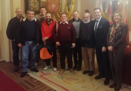 El alcalde recibe a personas sin hogar