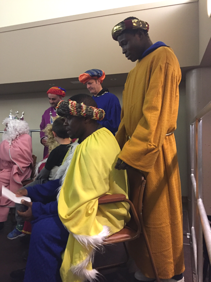 Personas sin hogar colaboran con los Reyes Magos